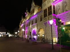 Das alte Rathaus ginge auch in Pink